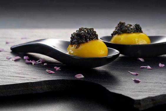 خاویار با تخم مرغ عسلی