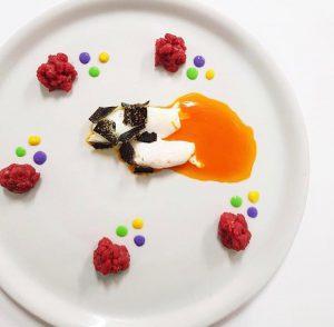 سرو خاویار با تخم مرغ عسلی